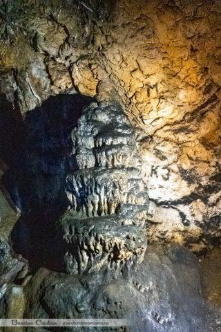 Stalagmita Peștera Portalul Zmeilor